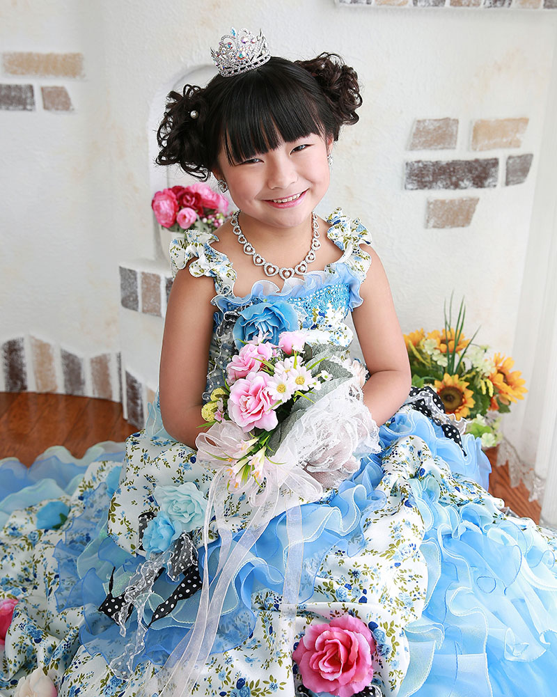 七五三 ドレスの女の子