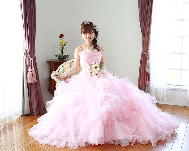 成人式|ドレスの女性